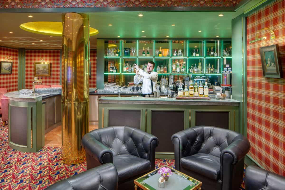 Hotel Savoy lobby bar