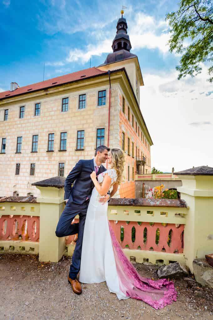 Novomanželé na zámku
