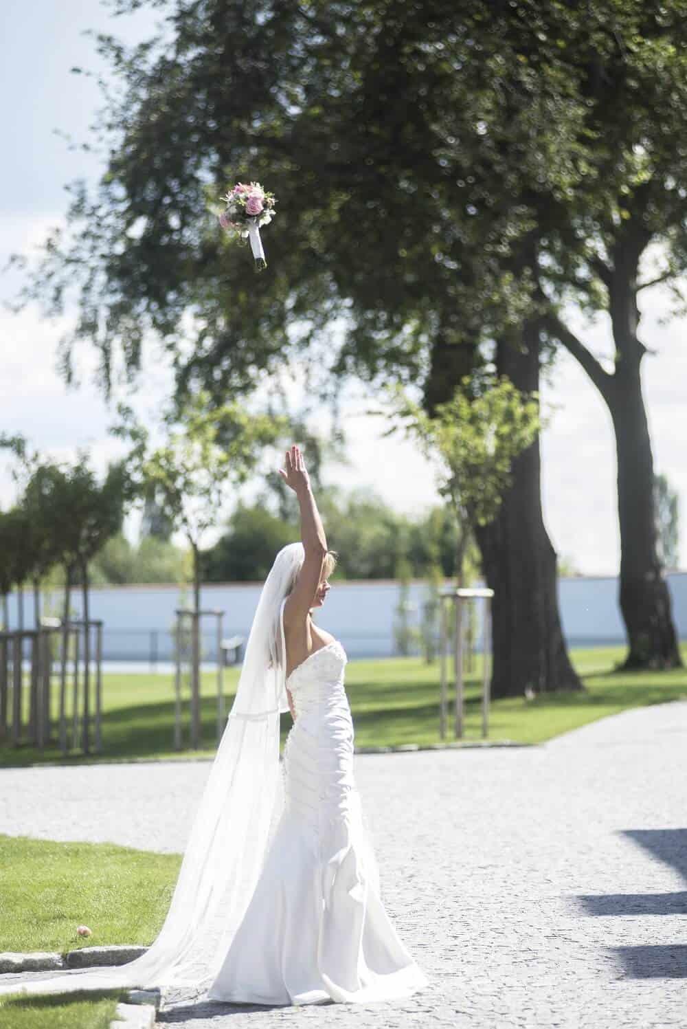 Zámecký Hotel Panství Dlouhá Lhota - nevěsta hod kyticí