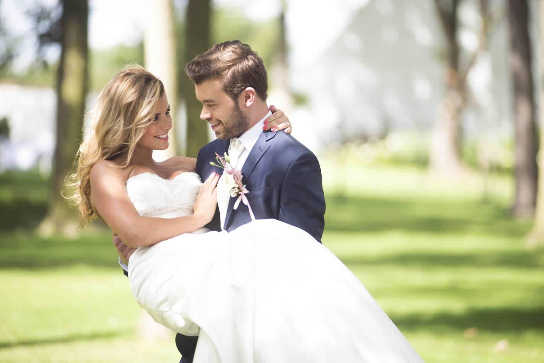 Zámecký Hotel Panství Dlouhá Lhota - nevěsta v náručí