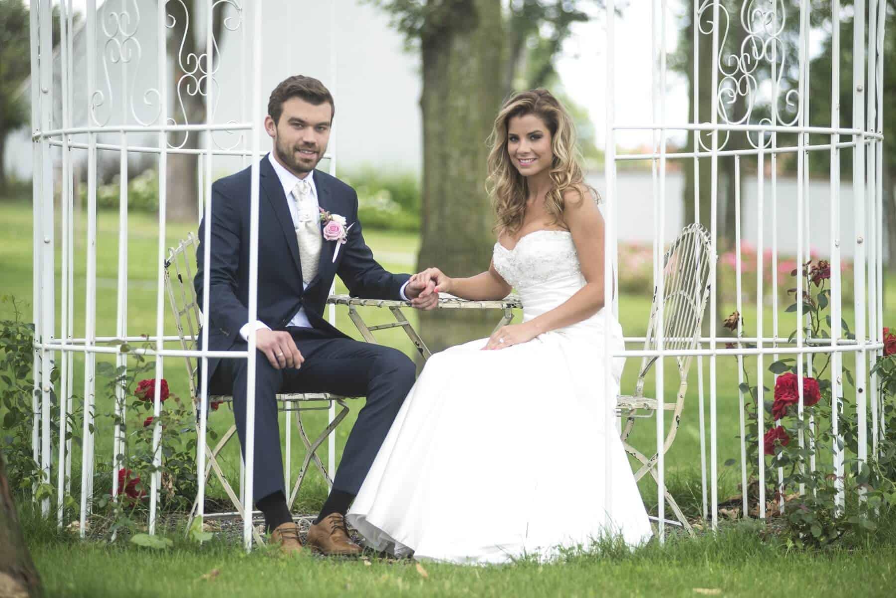 Zámecký Hotel Panství Dlouhá Lhota - novomanželé v altánku