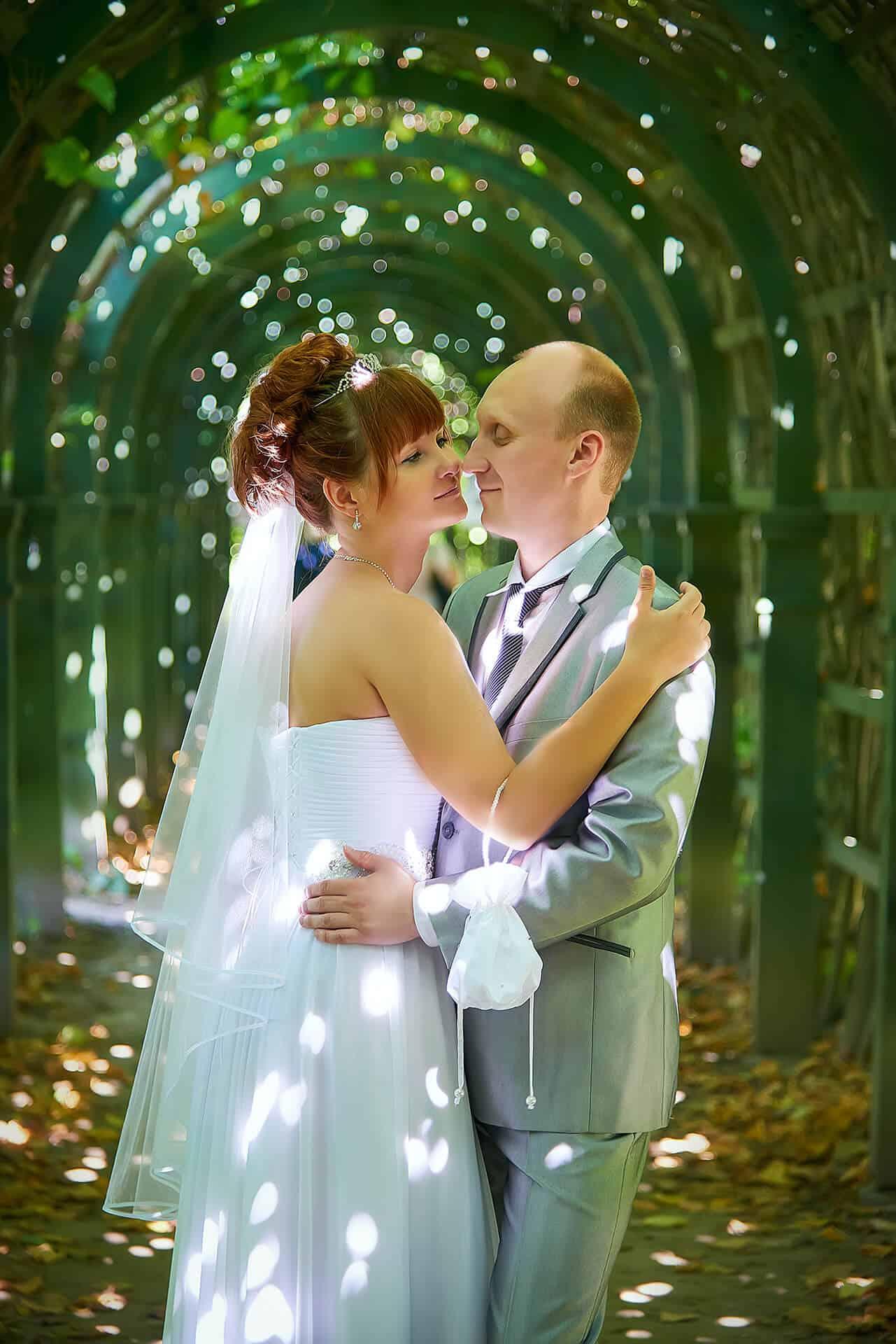 Annie Žak novomanželé v altánu