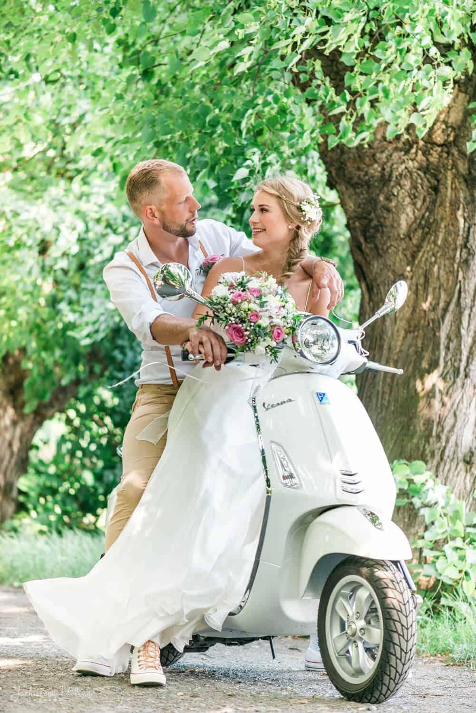 Fotografka Pavlína Jáchimová - novomanželé na motorce