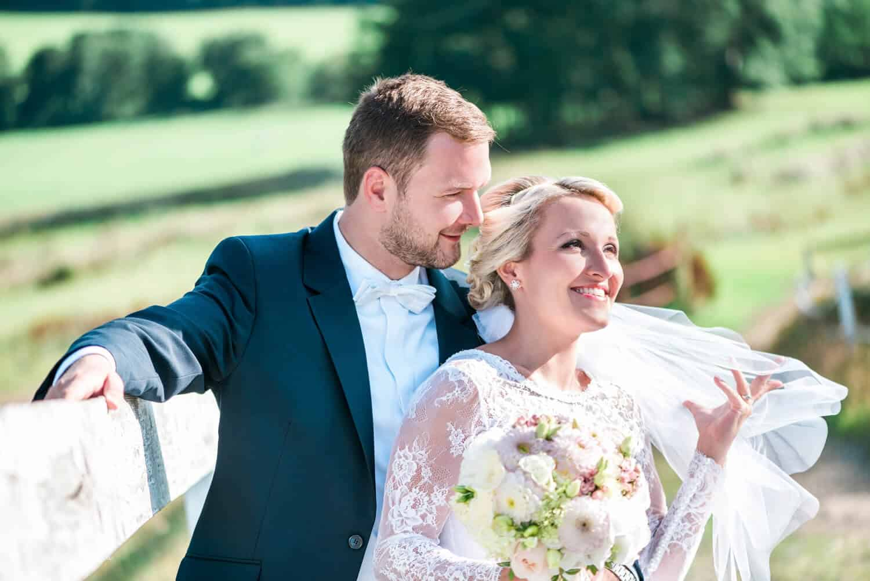 Fotografka Pavlína Jáchimová - novomanželé na louce