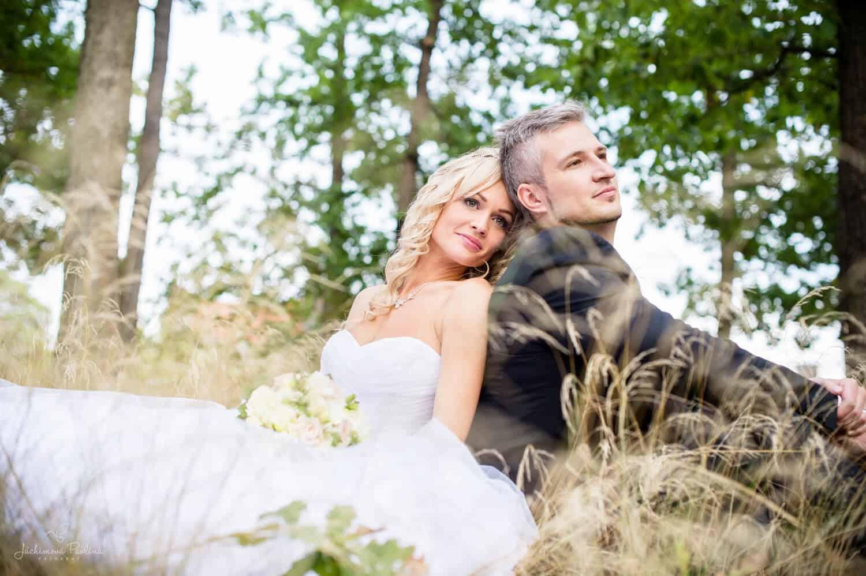 Fotografka Pavlína Jáchimová - svatební pár v lese