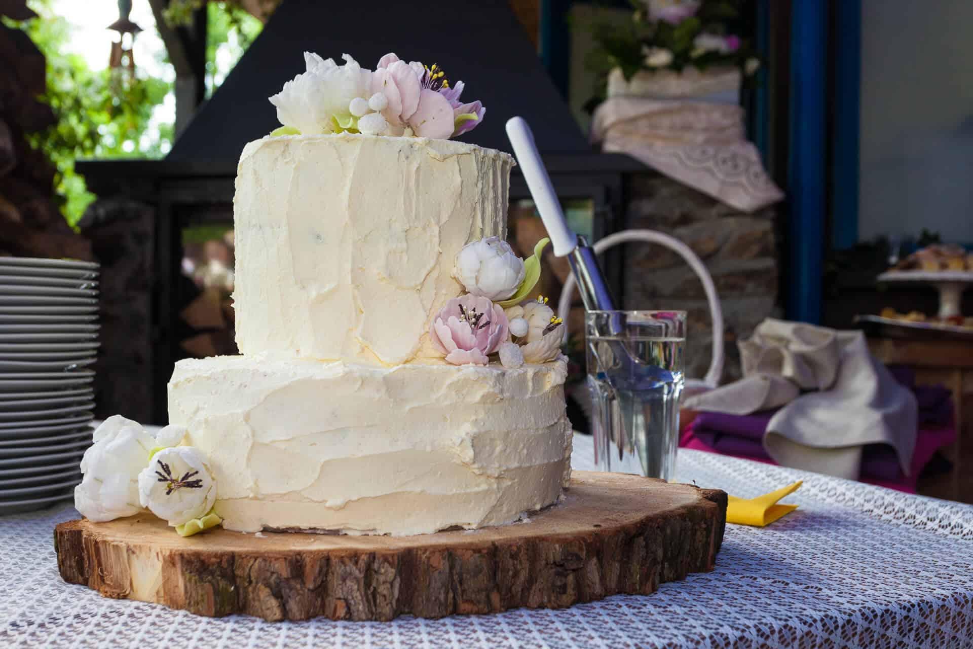 Svatební dort z cukrárny Hliněná bašta