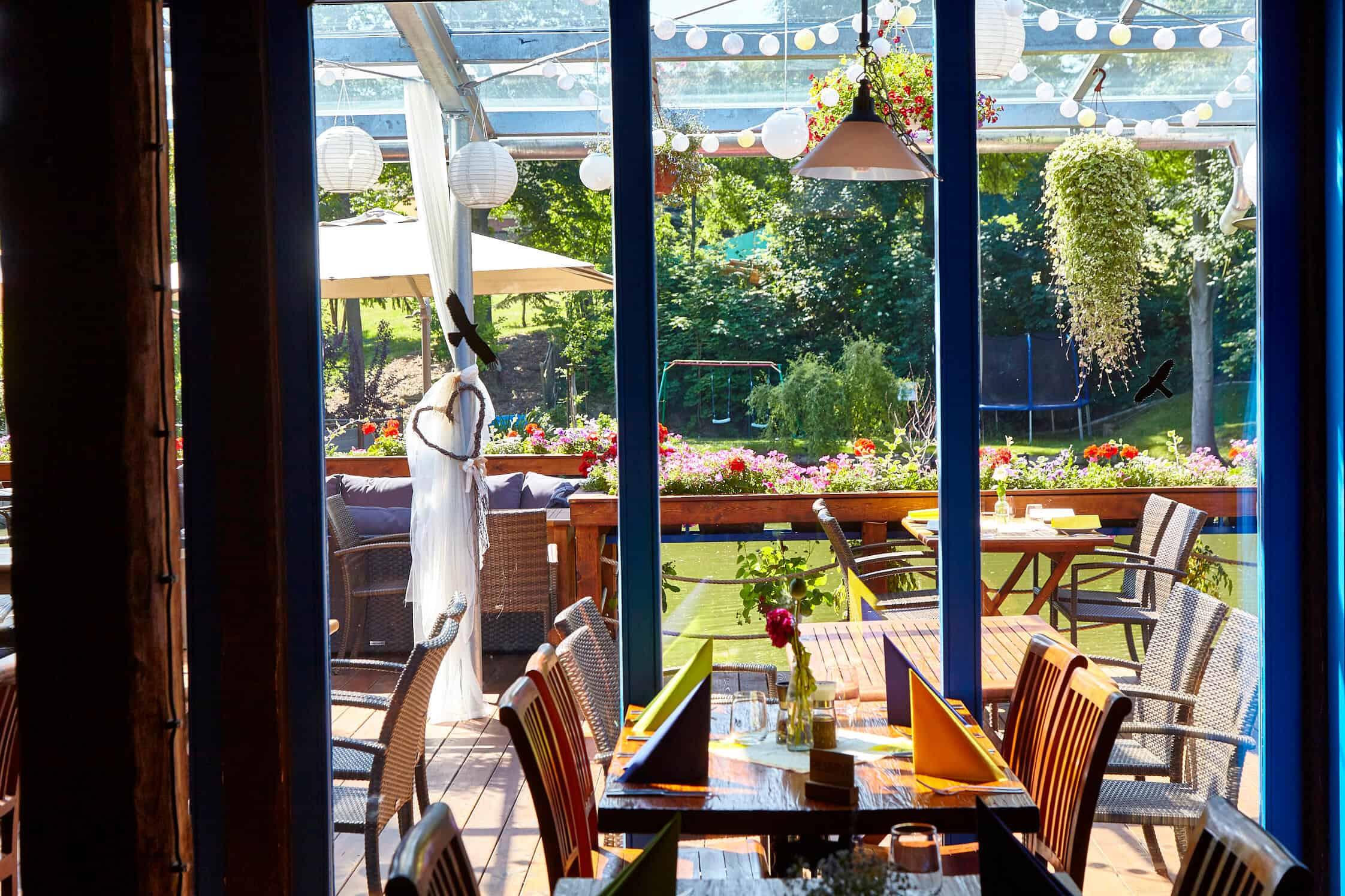 Hliněná bašta pohled z restaurace na rybníček