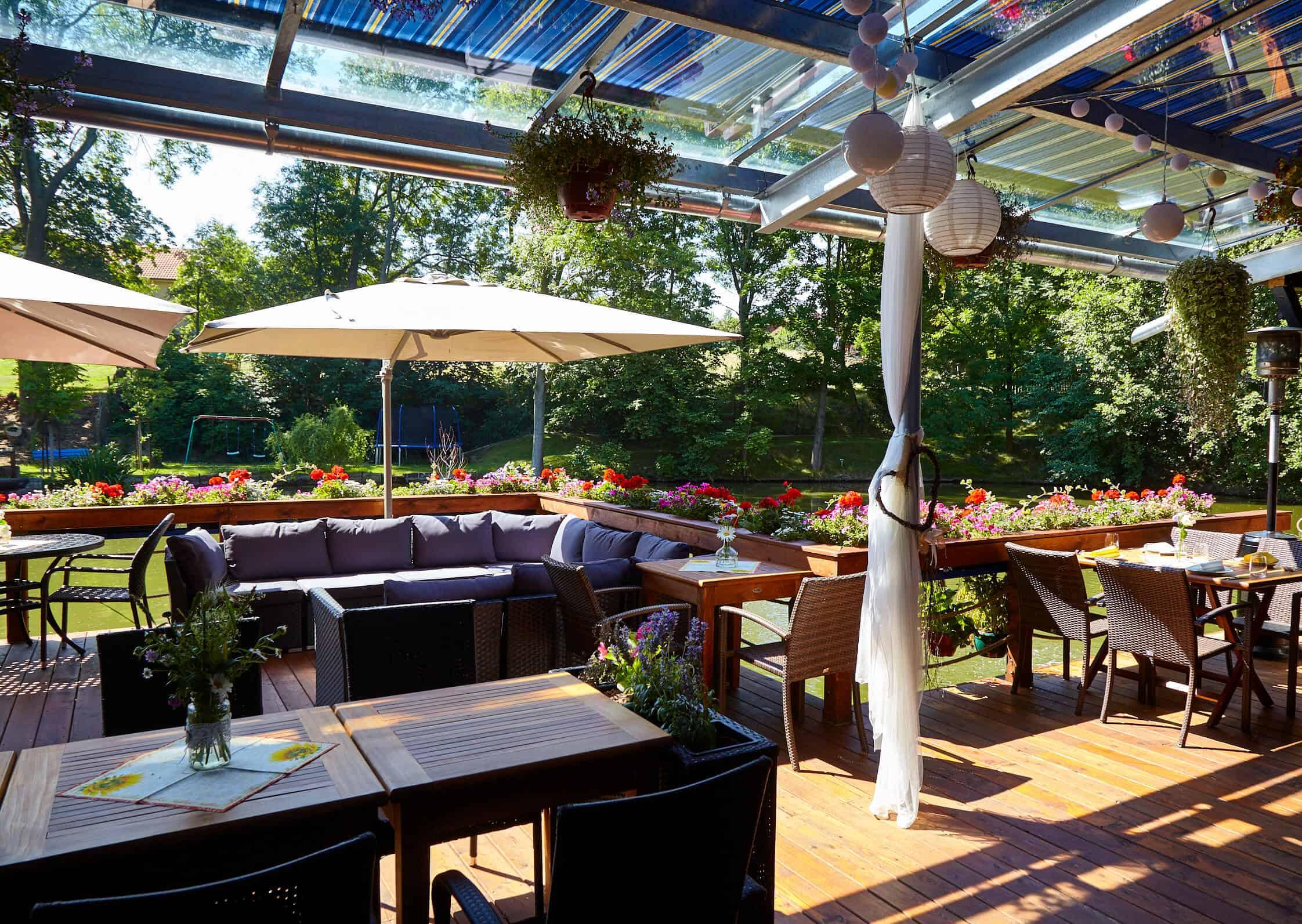 Hliněná bašta venkovní terasa