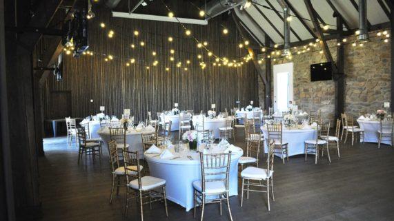 Čapí hnízdo - svatební hostina stoly