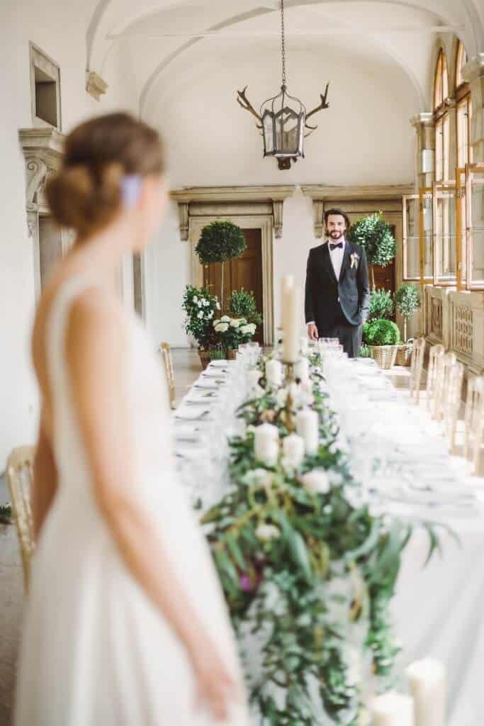 Zámkem Nelahozeves - nevěsta a ženich