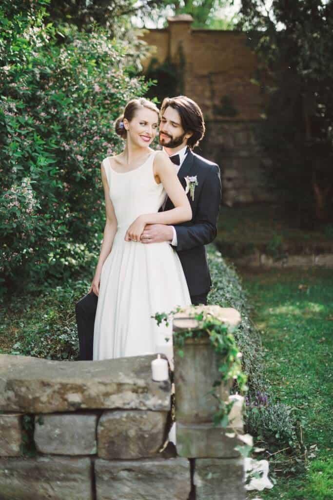 Zámkem Nelahozeves - novomanželé