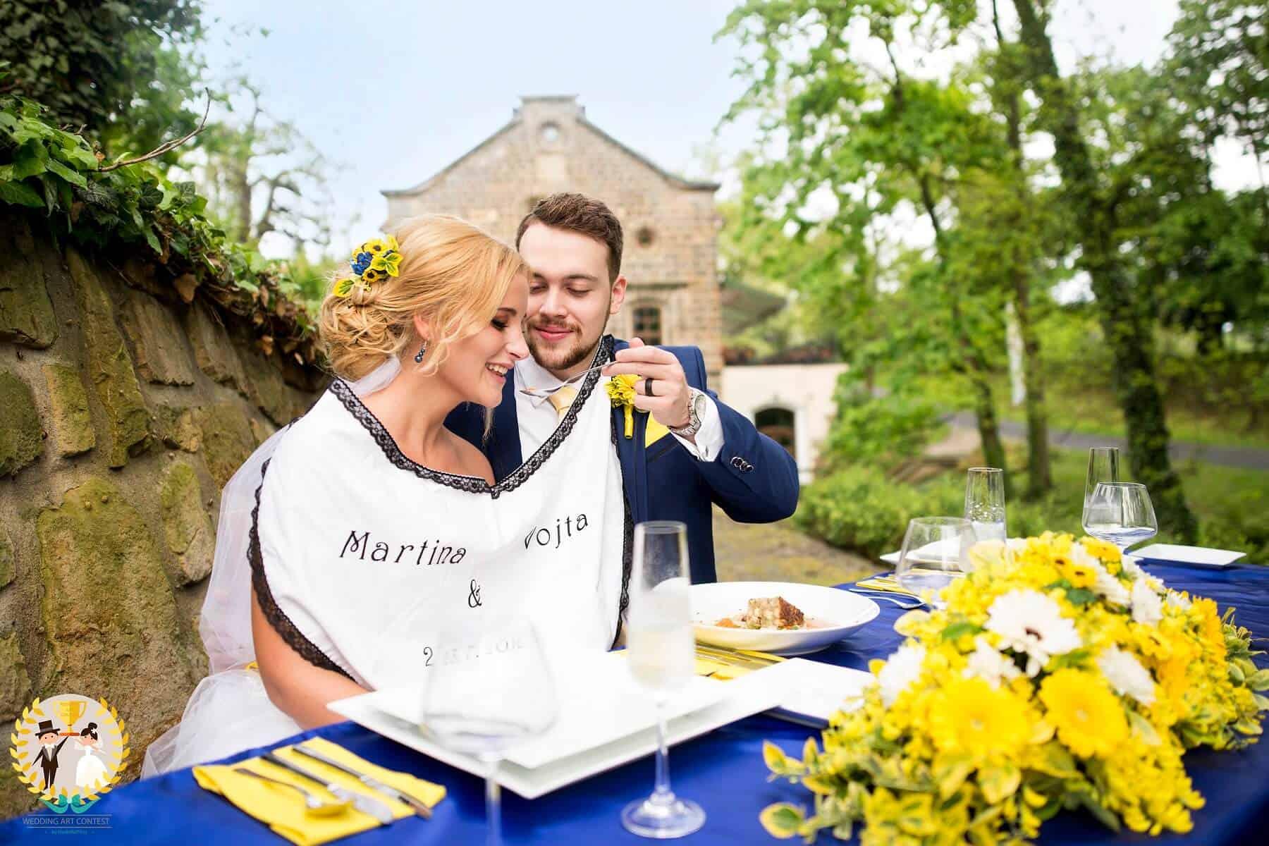 Svatební pár vítězného týmu - oběd