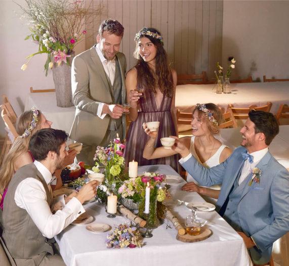 Studio Agnes - svatební oblek, družina s ženichem a nevěstou