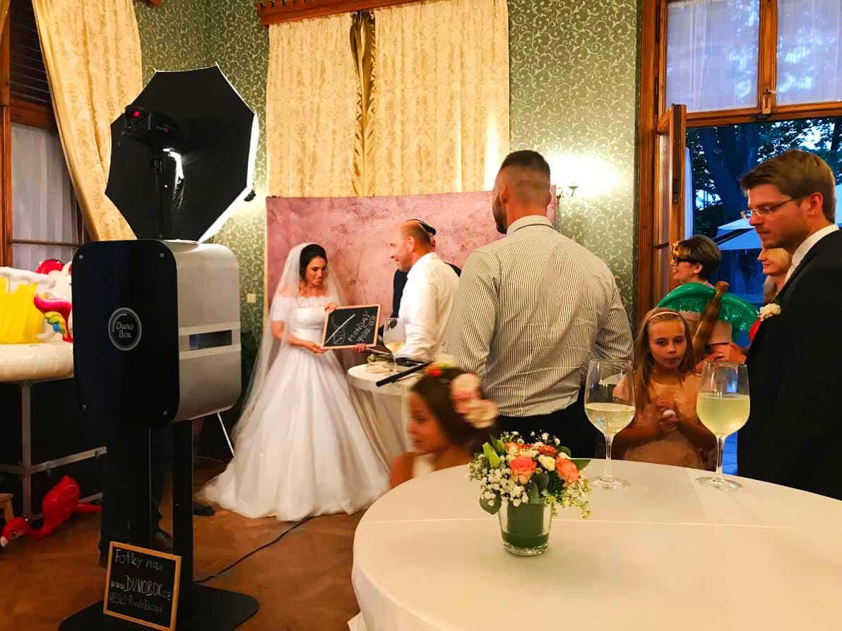Fotokoutek na svatbu Dunobox - nevěsta
