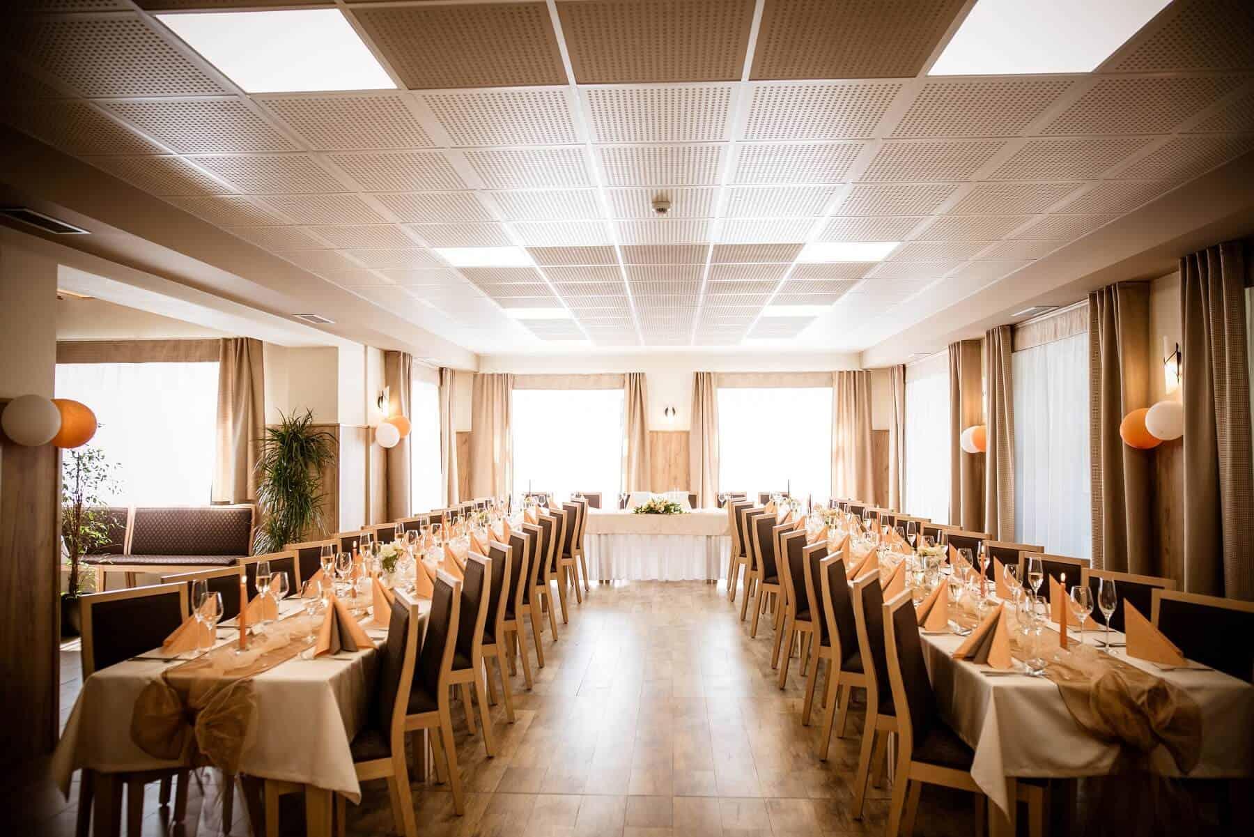 Hotel Hluboký Dvůr - svatevbí hostina