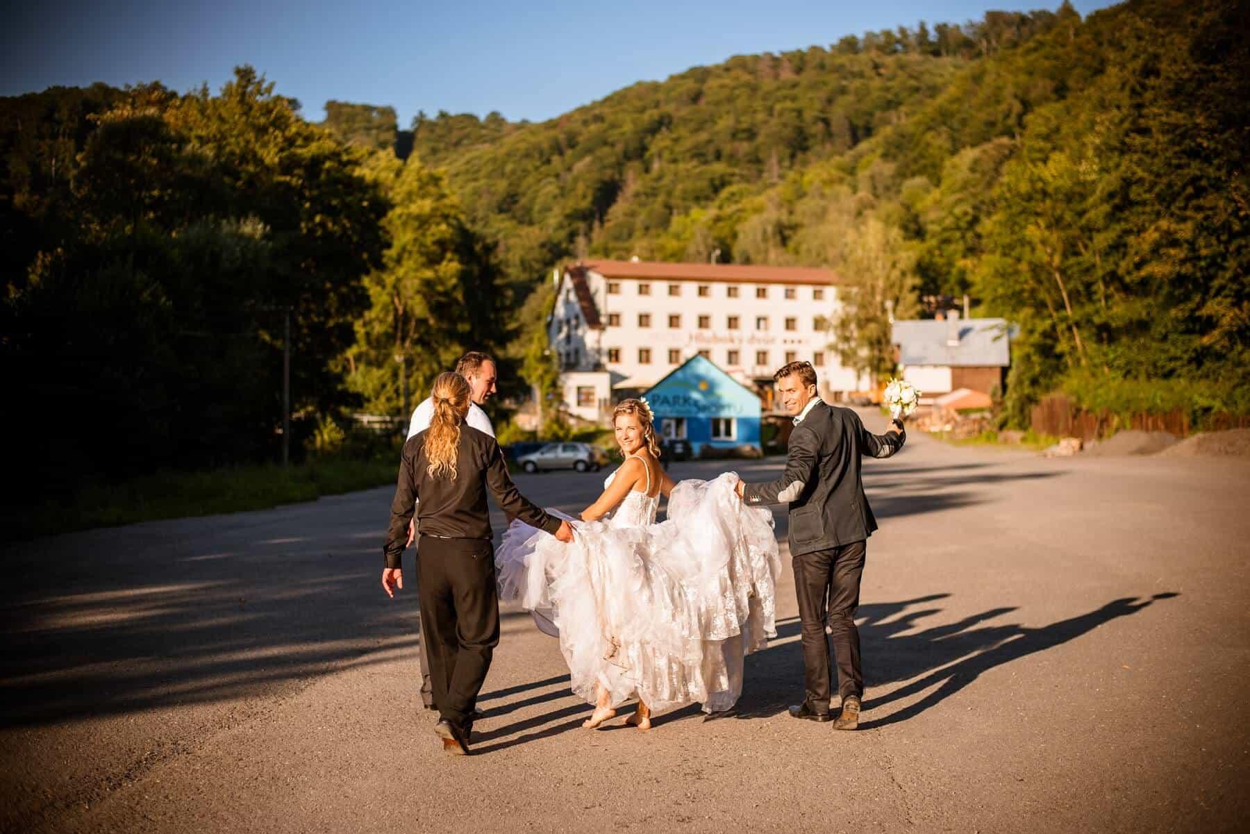 Hotel Hluboký Dvůr - nevěsta