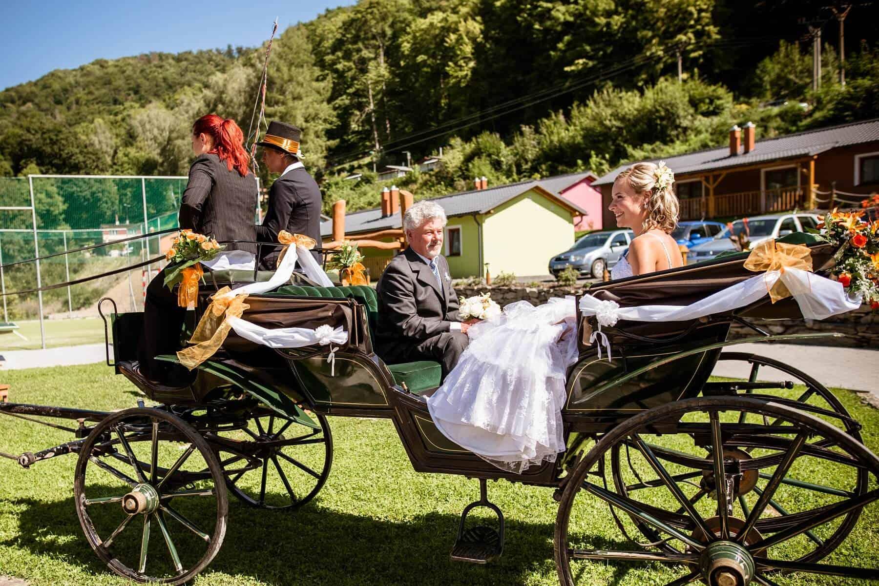 Hotel Hluboký Dvůr - příjezd nevěsty