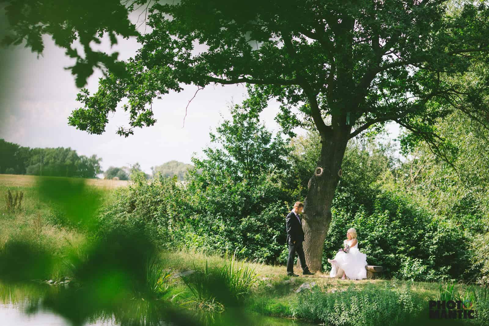Hliněná bašta svatba Míši a Petra v přírodě