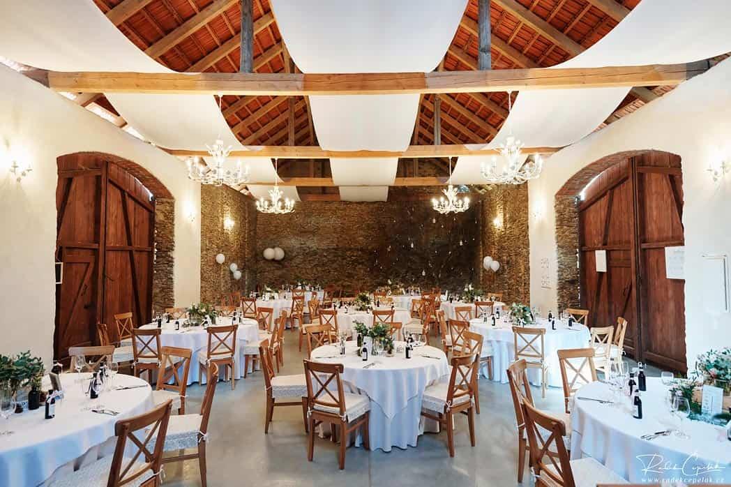 Svatba ve stodole, Hodějovický mlýn, hostina