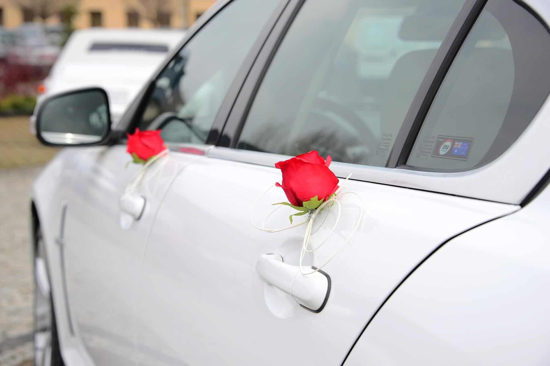 Autopůjčovna OneTwoGo - svatební výzdoba auta