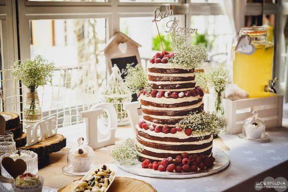 Svatební obří malinový dort z cukrárny Anna Magdalena