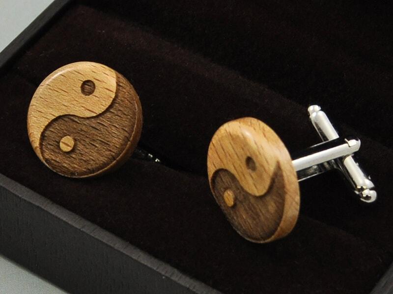 Dřevěné kulaté manžetové knoflíčky jin jang