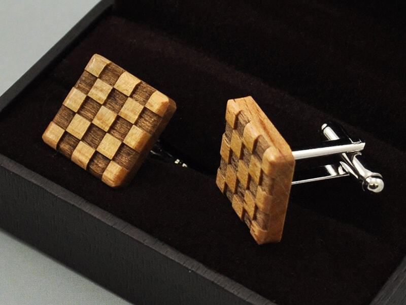 Dřevěné manžetové knoflíčky čtvercové šachovnice