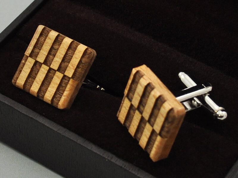 Dřevěné manžetové knoflíčky čtvercové strips