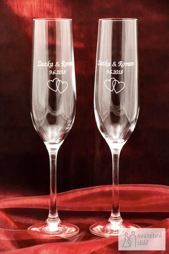 Svatební skleničky na sekt se jmény a gravírováním, červený satén