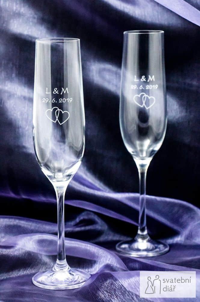 Svatební skleničky na sekt se jmény a gravírováním, modrý satén