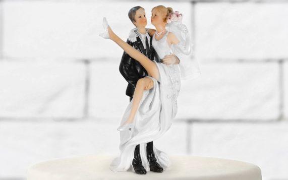 Figurky na dort nevěsta v náručí