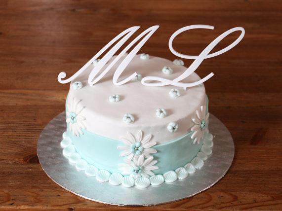 Svatební písmena, monogramy na dort v bílé