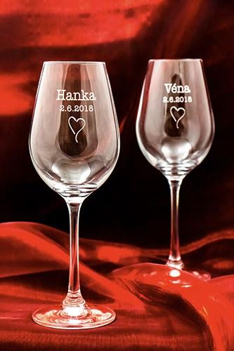 Svatební sklenička na víno se jménem