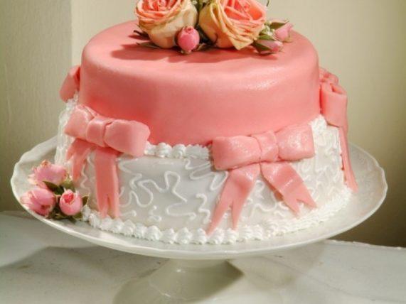 Svatební dort s mašlí růžový z Café Mozart