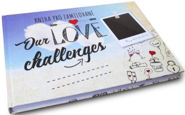 Kniha pro zamilované Our Love Challenges ležící