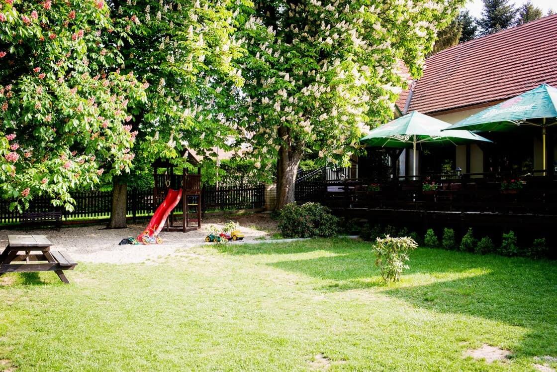 Restaurace Na Statku Jevany - dětské hřiště