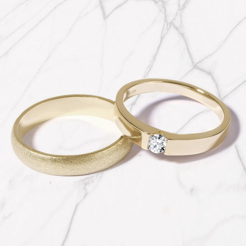 Snubní prsteny pár zlato žluté matné a lesklé s diamantem zn. Klenota