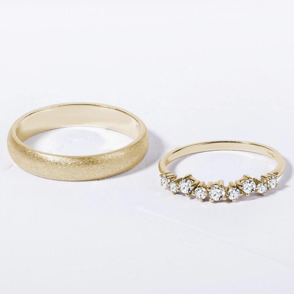 Snubní prsteny pár zlato žluté matné a lesklé s diamanty 4 zn. Klenota