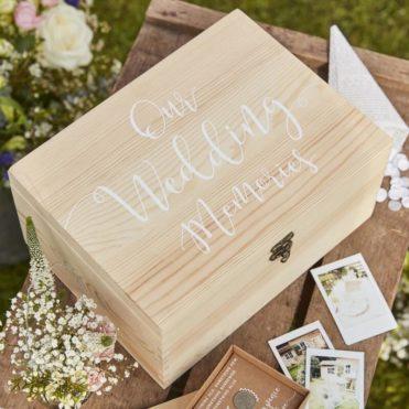 Dřevěná krabička na peníze, přání a vzpomínky na svatbu