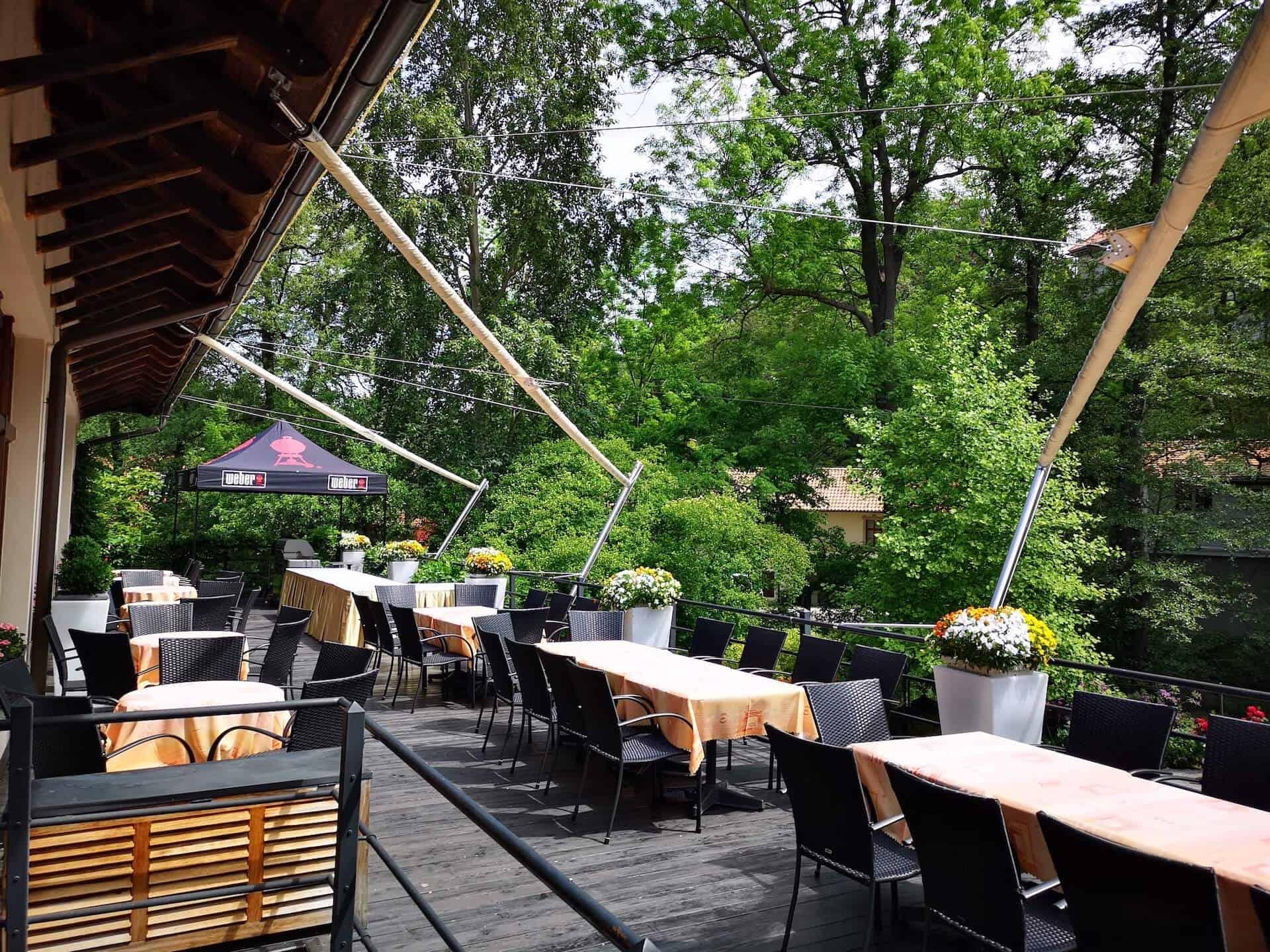Restaurace Pod Zámkem Průhonice - terasa