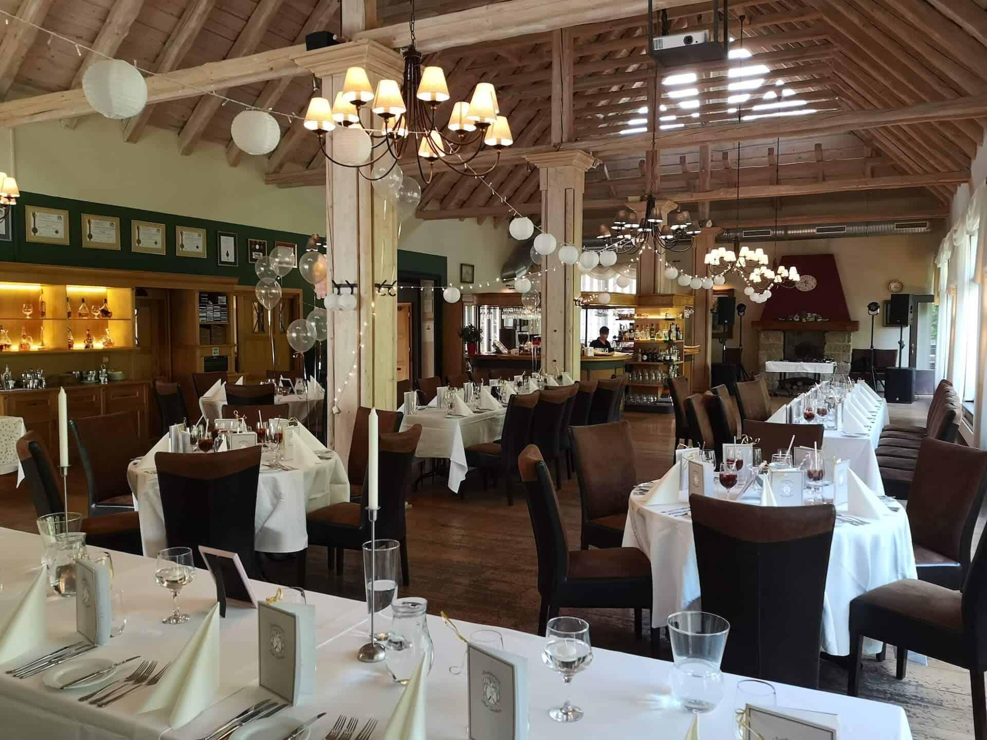 Restaurace Pod Zámkem Průhonice - svatební tabule