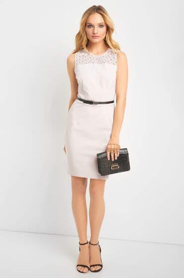 Puntíkové béžové šaty bez rukávů - opasek s dvojitou kulatou přezkou