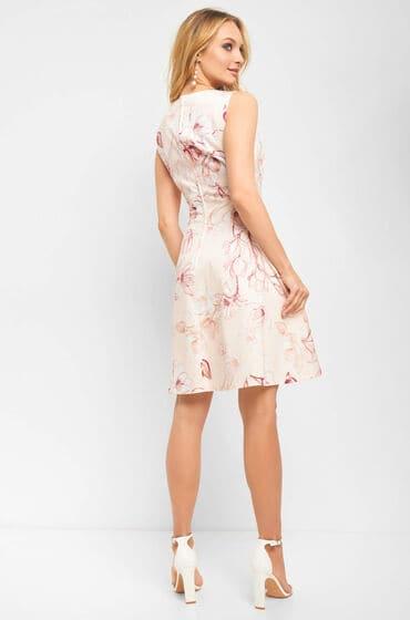 Béžové šaty z lehce elastické látky s květovaným potiskem a zadním krytým zipem