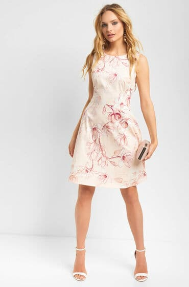 Béžové šaty bez rukávů z lehce elastické látky s květovaným potiskem