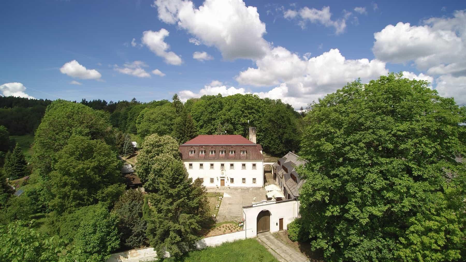 Hotel a Zámecká fara Vidžín - celkový pohled