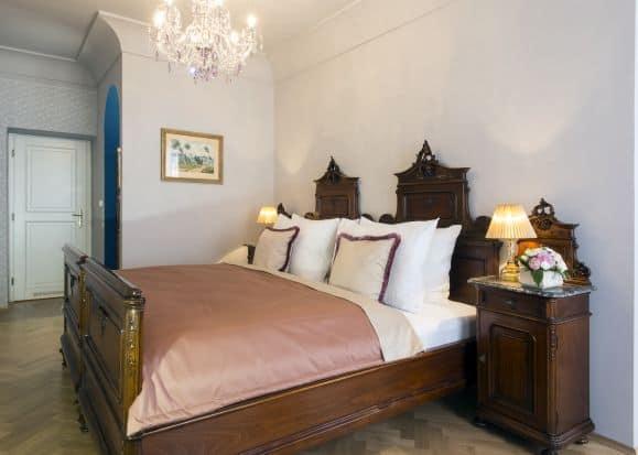 Hotel a Zámecká fara Vidžín - originálně zařízený pokoj ve stylu vídeňského baroka