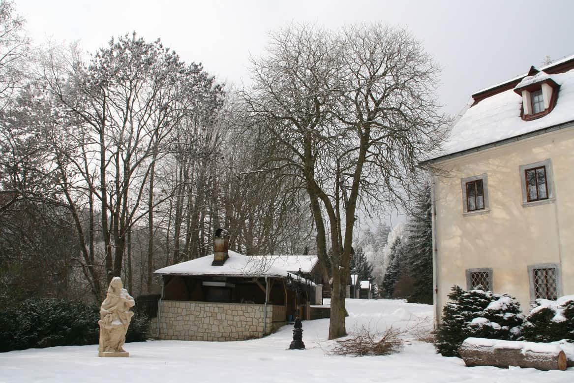 Hotel a Zámecká fara Vidžín v zimě