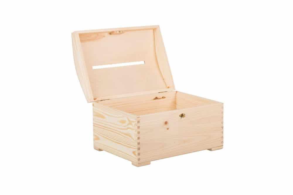 Kvalitní dřevěná truhla na klíč jako pokladnička s tvorem ve víku