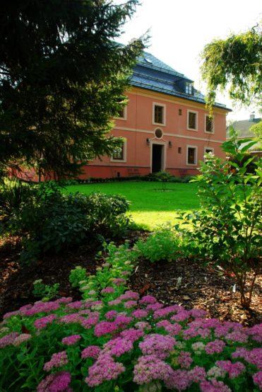 Zámeček Klokočov - pohled ze zahrady