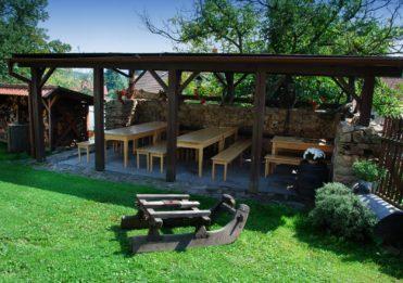 Zámeček Klokočov - zahradní posezení